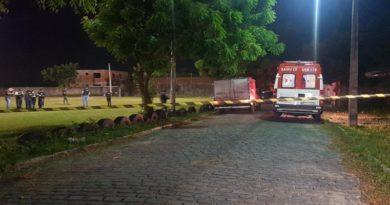 Grupo armado invade campo de futebol e mata irmãos a tiros em Itaitinga