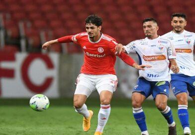 Fortaleza apresenta defesa vulnerável, ensaia reação, mas sofre com força do Inter