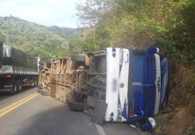 Ônibus que tombou já havia sido autuado há um mês por causa de mau estado de conservação